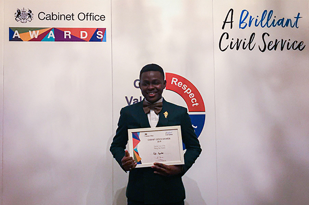 Photo of Efe with his award